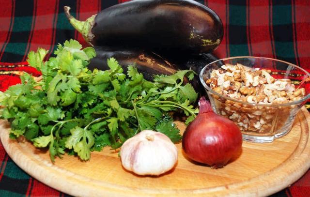 buterbrodi-s-baklazhanami-i-greckim-orehom-ingredienti
