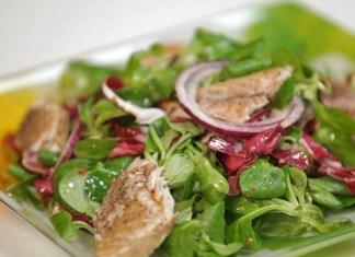 salat-so-skumbriej-i-ogurcom