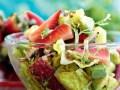 izyskannyj-fruktovyj-salat-s-avokado