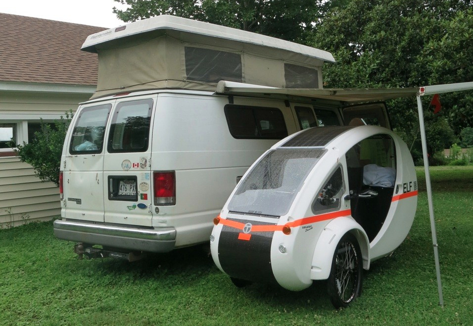 Mobile bed and breakfast, and charging station