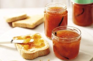 peach and vanilla jam