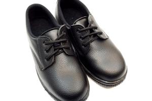 安全靴の正しい洗い方は?洗濯はNG!その理由や簡単にできる臭い対策は?