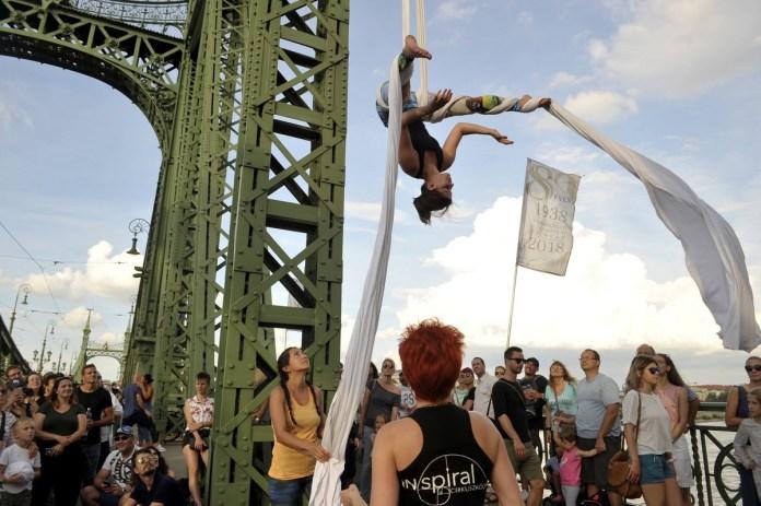 Cirkusz Jam rendezvény a Szabadság hídon