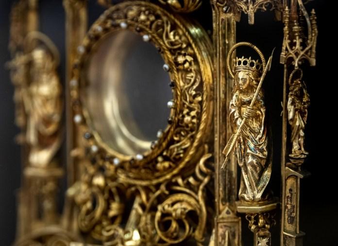 Az oltáriszentség tiszteletérõl nyílt kiállítás a Pesti Vigadóban