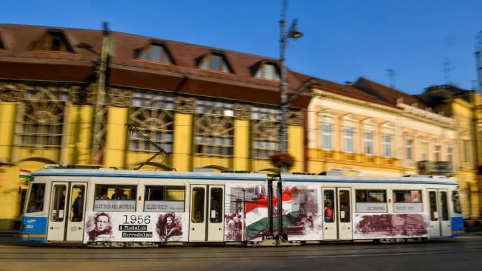 Október 23. - Forradalmi villamos közlekedik Debrecenben