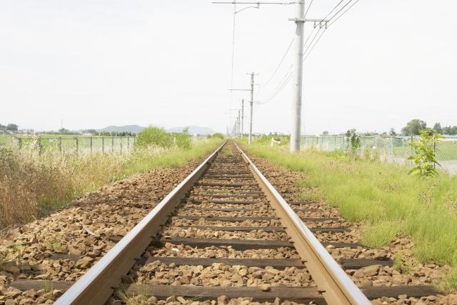 一直線にのびている線路
