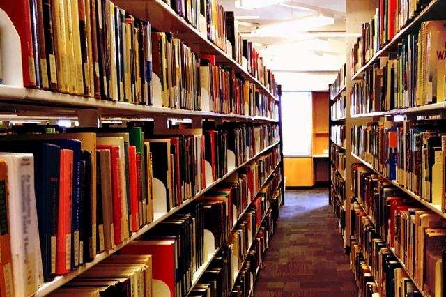 図書館の書棚