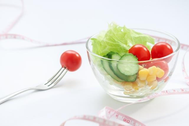 硝子ボウルの野菜サラダ