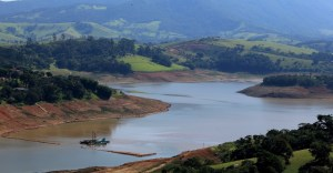 14mai2014---a-represa-jaguari-jacarei-na-cidade-de-joanopolis-