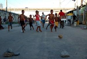 Crianca_futebol_barrinha_560