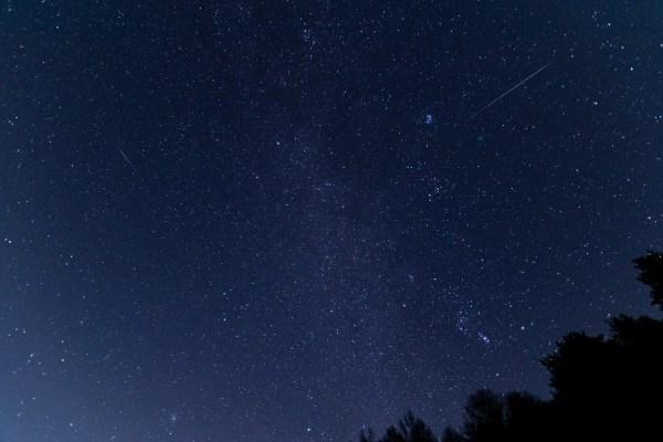 ペルセウス座流星群2020年8月東京近郊で見える方角やピーク日、時間を紹介!おすすめスポットも
