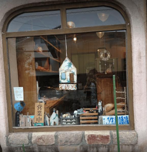 グーチョキパン窓