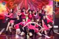フルアルバムBLOOM IZで韓国でカムバックしたizoneメンバー全員のピンクと黒の大人っぽいステージ衣装画像