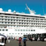 「青森港」春風まとい日本最大級の「大型クルーズ客船 飛鳥Ⅱ」寄港!