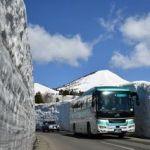 八甲田山「雪の回廊」縫って 十和田湖へ一番バス!