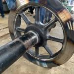 弘南鉄道で「焼き嵌め(やきばめ)技術」公開=鉄製のタイヤ