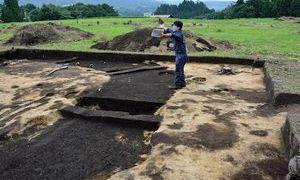 南部町・聖寿寺館跡で謎の方形区画見つかる