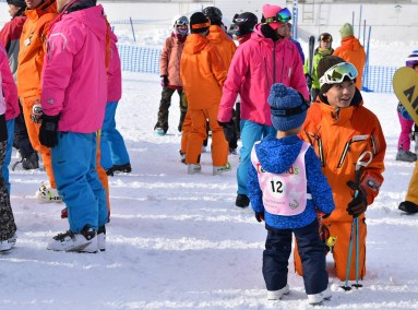 Kid in ski lesson
