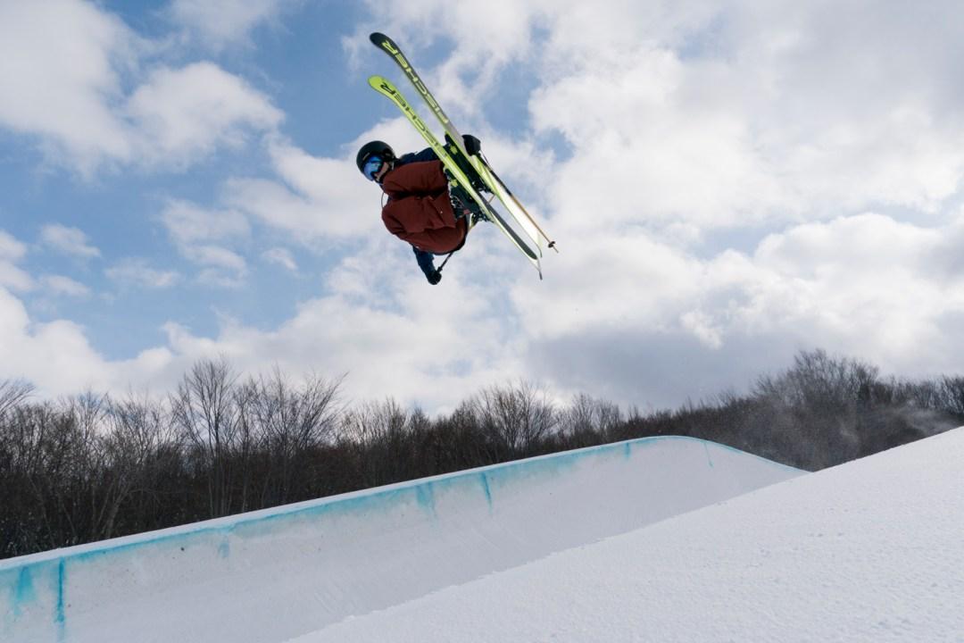 Annalisa Drew skiing halfpipe at Aomori Spring