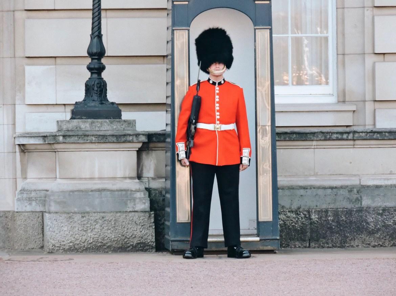 Um Guarda Real e seu elegante chapéu
