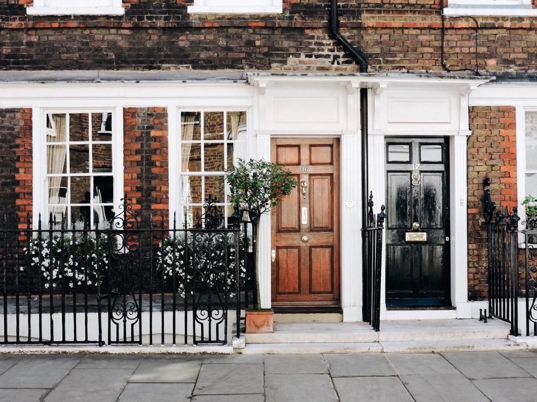 Portas de antigas casas em Westminster