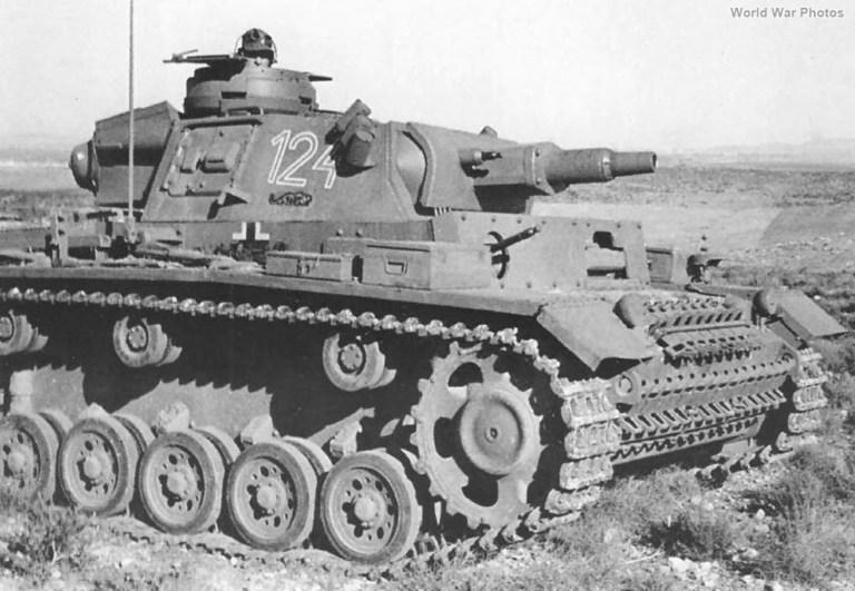 T-III, mai cunoscut sub numele de Panzer III, 12 vehicule (modelul N) au fost livrate de către Germania în timpul războiului. Foto: www.worldwarphotos.info
