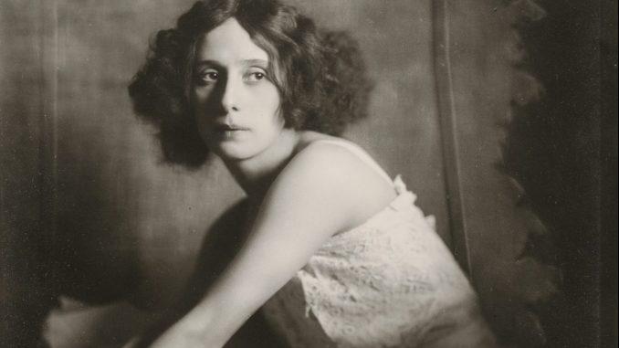 Madame d'Ora, Atelier d'Ora, Anna Pawlowa, Dora Philippine Kallmus, Silbergelatineabzug, Art On Screen - News - [AOS] Magazine