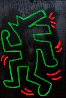 Keith Harings Alphabet, Keith Haring, Ohne Titel, 1983 Leuchtfarbe und Lack auf Holz, Art On Screen - News - [AOS] Magazine