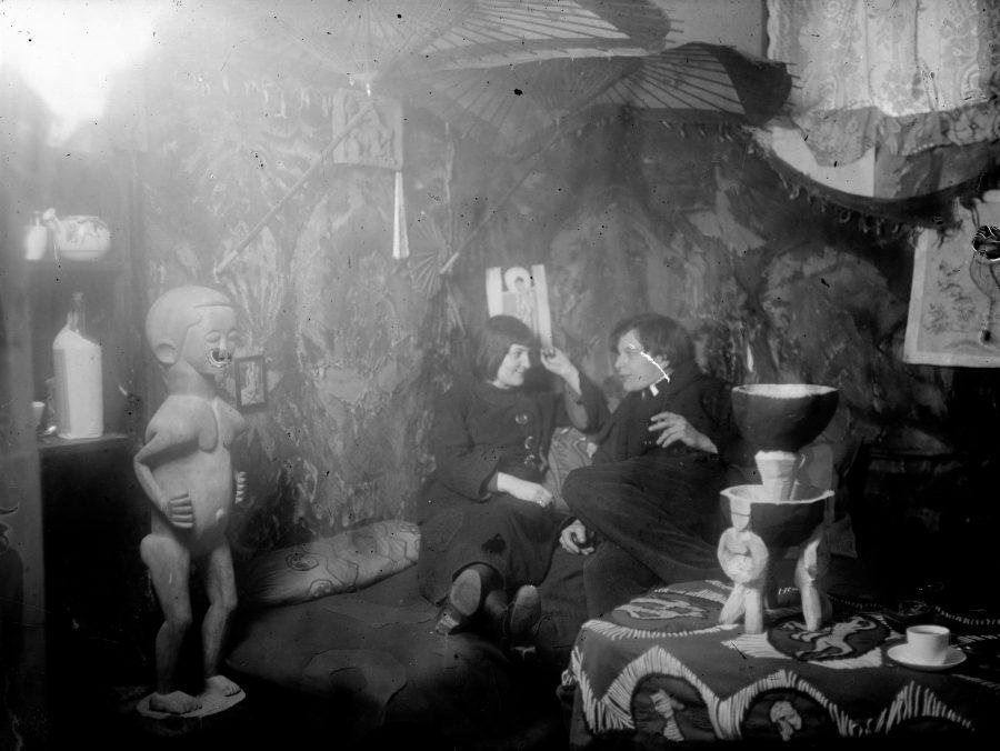 Ernst Ludwig Kirchner, Maler und Bildhauer, Der Maler als Fotograf, Erna Schilling (Kirchner), im Atelier Berlin-Wilmersdorf, Museum der Moderne, Ausstellung in Salzburg