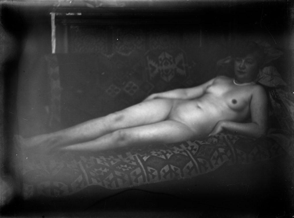 Ernst Ludwig Kirchner, Maler und Bildhauer, Der Maler als Fotograf, Elisabeth Hembus als liegender Akt im Wildbodenhaus, Museum der Moderne, Ausstellung in Salzburg