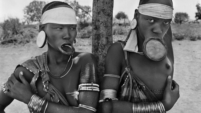 Sebastiao Salgado Genesis, Sebastiao Salgado Ausstellung, Frauen die Lippenteller tragen, Mago Nationalpark,