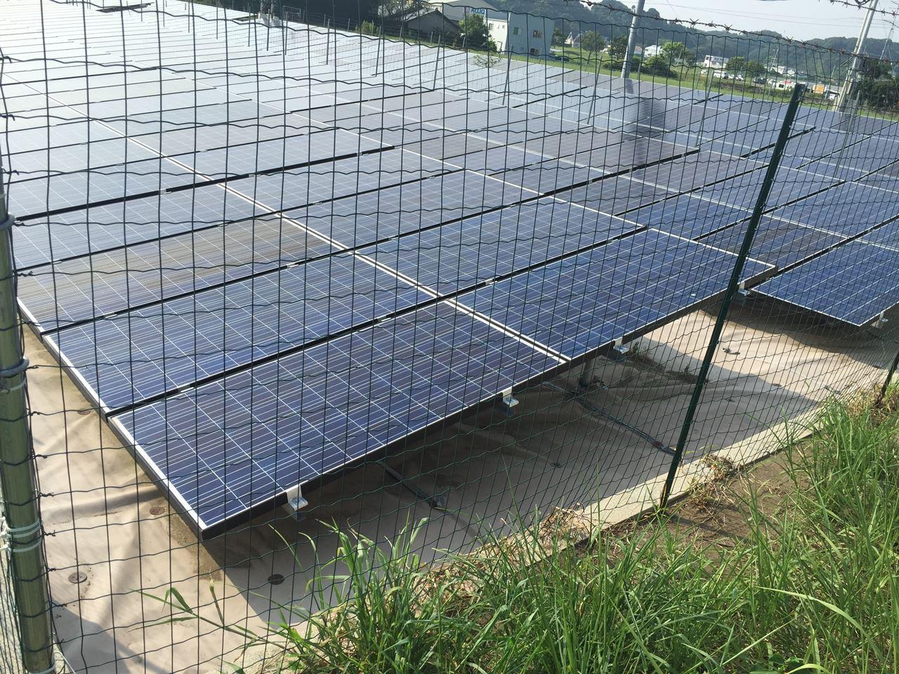 太陽光発電所のフェンスをアニマル(防獣)フェンスで格安設置