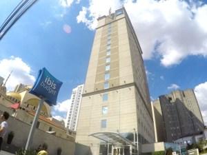 Os-melhores-locais-para-se-hospedar-em-São-Paulo-ibis-budget-paraiso-2-300x225 Como planejar sua viagem (O guia definitivo)