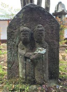 道祖神:仏様では無く神様です。男女の仲の良い姿です。信州から来ました。