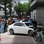 神戸・JR三ノ宮駅前で車暴走事故