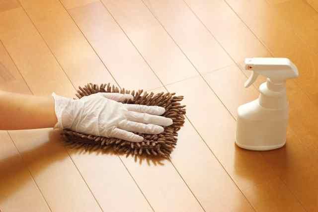 フローリング床掃除の仕方!黒ずみ汚れの落とし方とワックスの頻度は?