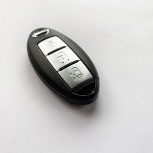 車の鍵(スマートキー)をインロックしてしまった!開け方・原因など