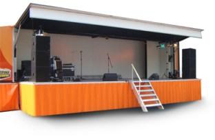luxe podiumwagen, 50 vierkante meter en voorzien van seperate artiesteningang met artiestenruimte