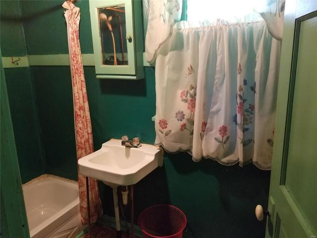 Bathroom featured at 282 Gum Tree Rd, Middle Brook, MO 63656