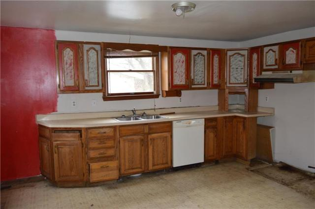 Kitchen featured at 422 W Parkway St, New Castle, PA 16101