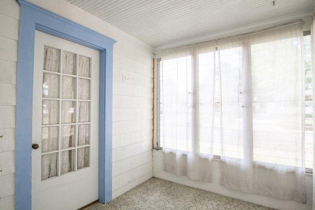 Bathroom featured at 2100 W Edna Ct, Peoria, IL 61604