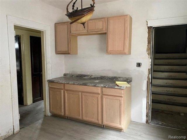 Kitchen featured at 2200 Lakewood St, Detroit, MI 48215