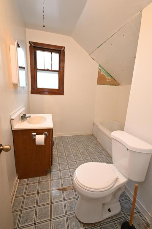 Bathroom featured at 1014 James Ave, Albert Lea, MN 56007