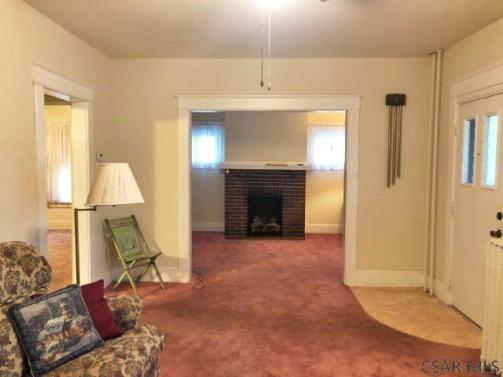 Living room featured at 1135 Agnes Ave, Johnstown, PA 15905