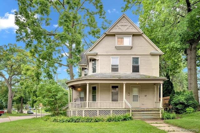 Porch yard featured at 67 Henry Clay Ave, Pontiac, MI 48341