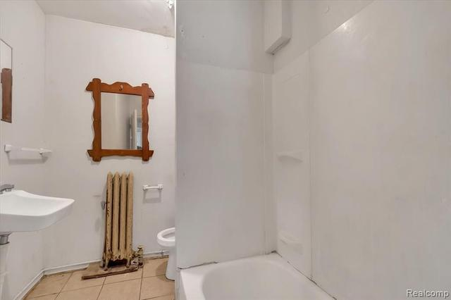 Bathroom featured at 67 Henry Clay Ave, Pontiac, MI 48341