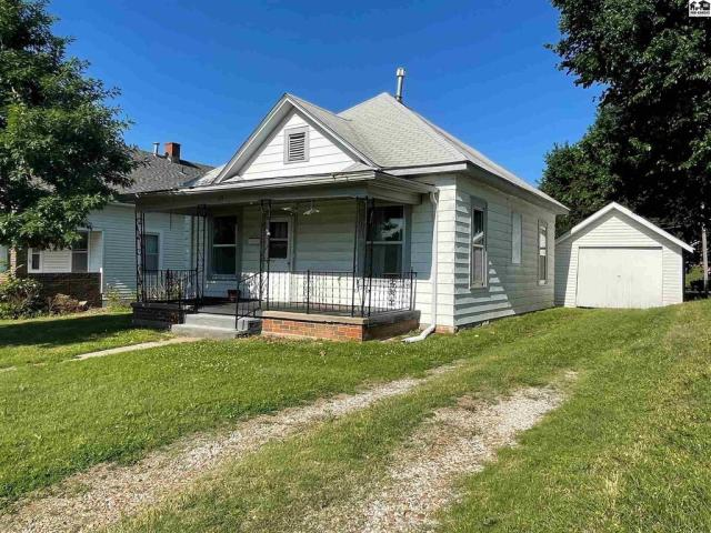 House view featured at 115 S Taylor St, Pratt, KS 67124