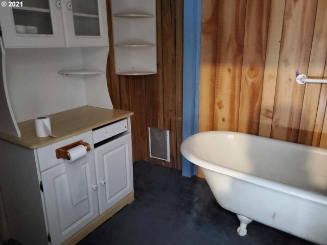 Bathroom featured at 54901 Willow St, Heppner, OR 97836