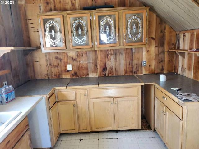 Kitchen featured at 54901 Willow St, Heppner, OR 97836