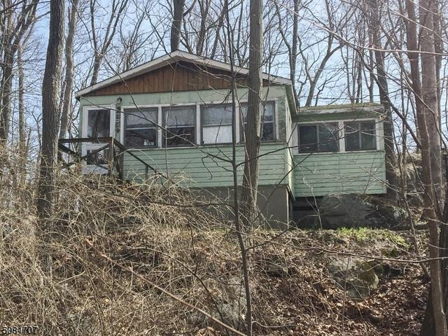 House view featured at 7 Parsons Rd, Byram Township, NJ 07821